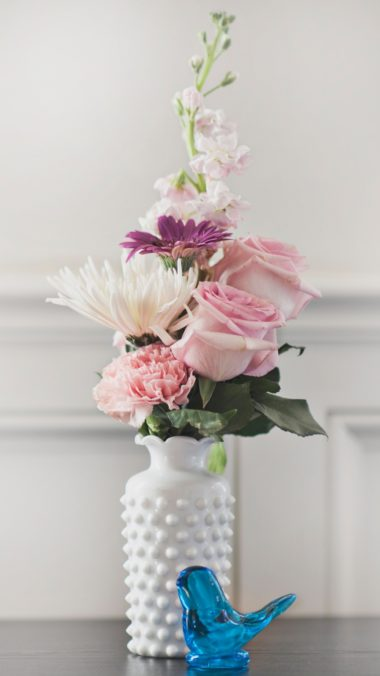 Bouquet Vase Flowers Wallpaper 1440x2560 380x676
