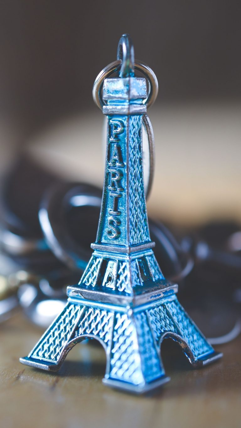 Eiffel Tower Keychain Decoration Wallpaper 1440x2560 768x1365