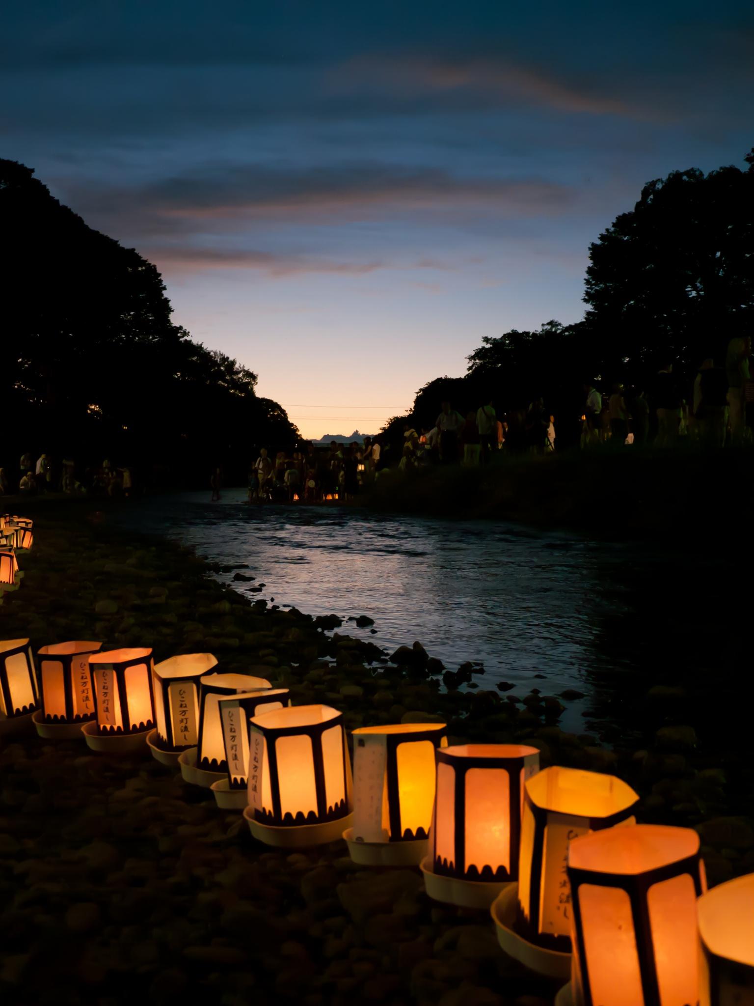 Japanese Lantern Lamp Light Wallpaper
