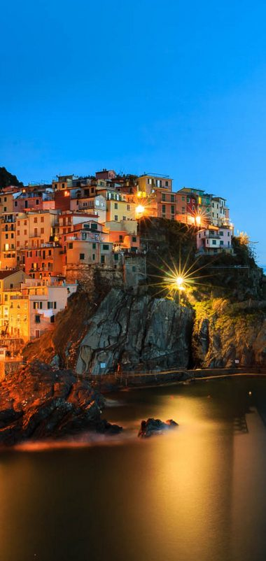 Manarola Night Wallpaper 1080x2280 380x802