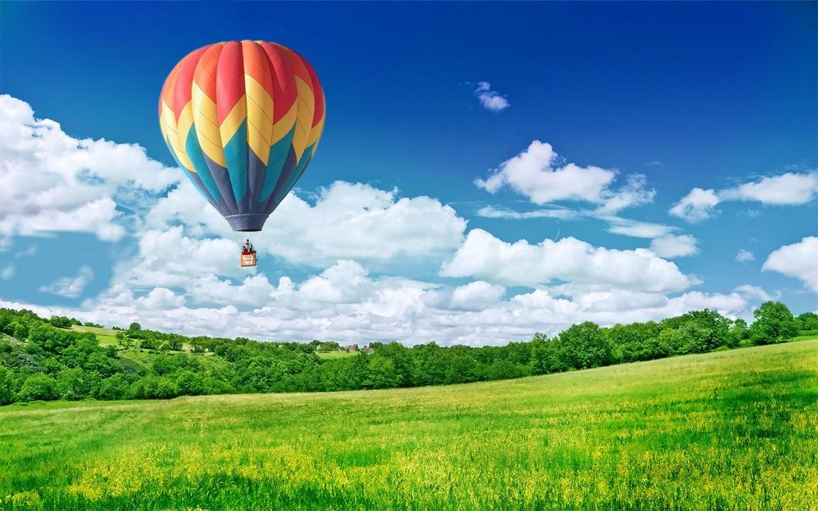 Balloon In Sky Wallpaper
