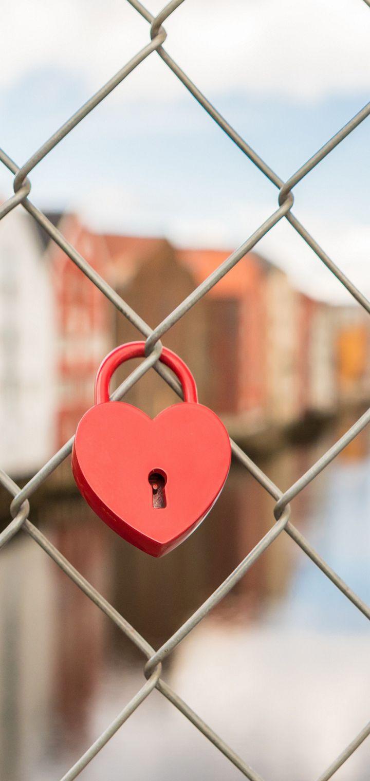 Lock Heart Mesh Blur Wallpaper 720x1520