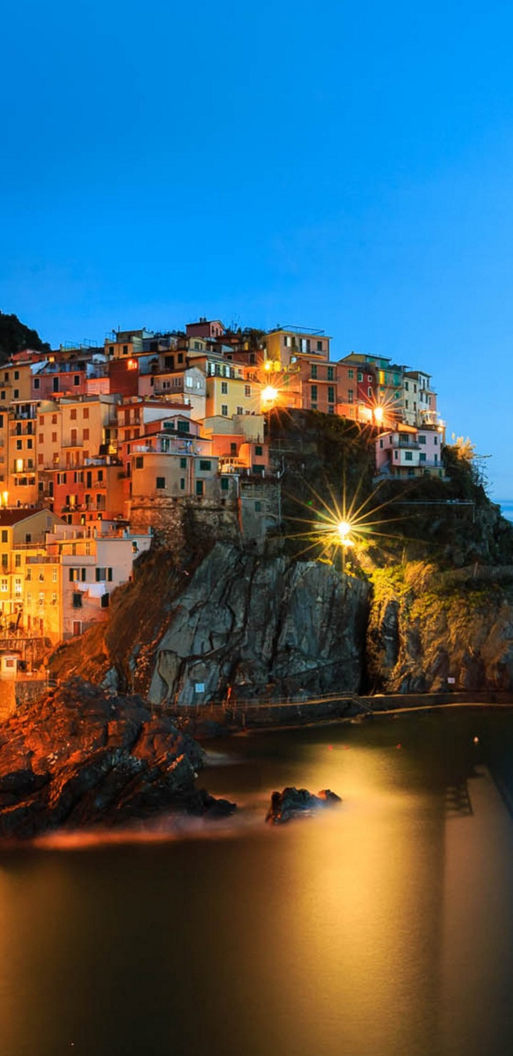 Manarola Night Wallpaper 720x1480
