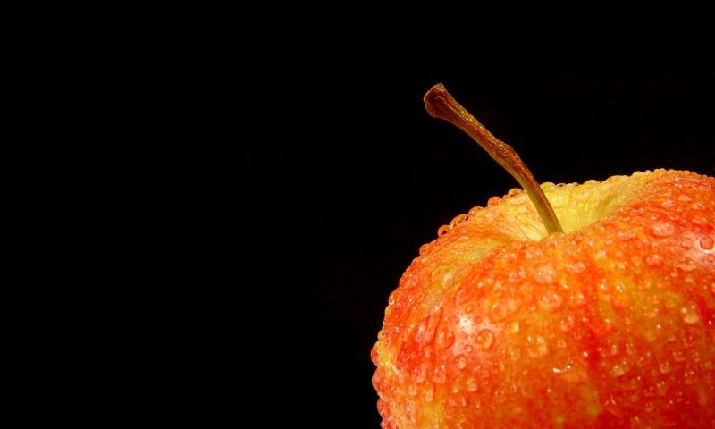 Red Apple With Water Drops Wallpaper