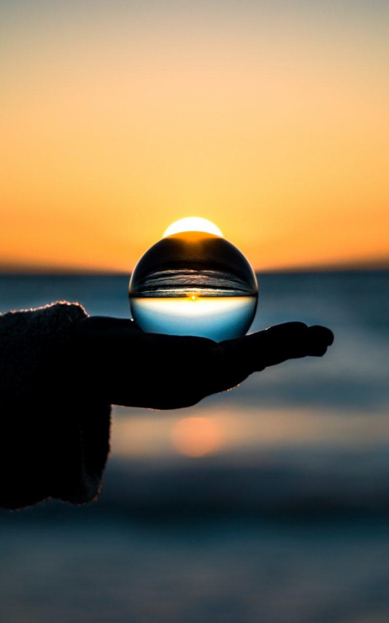 Ball Hand Horizon Glass 800x1280 768x1229