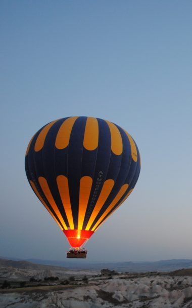 Balloon Night Hill 800x1280 380x608