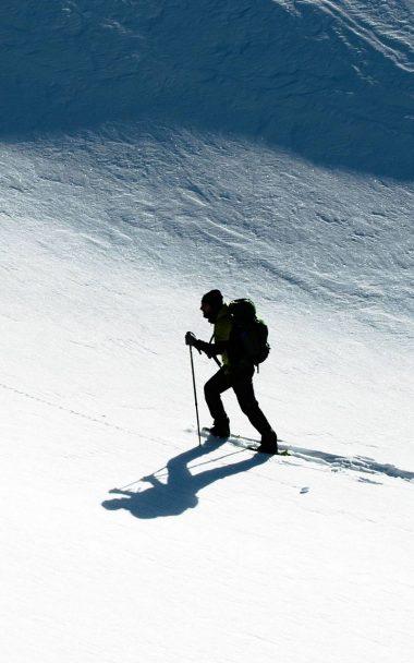 Skier Snow Climb Sport 800x1280 380x608