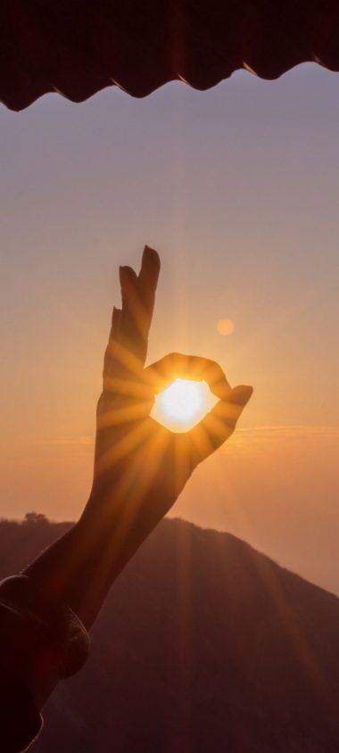 Hand Sun Rays Nature 1080x2400 380x844