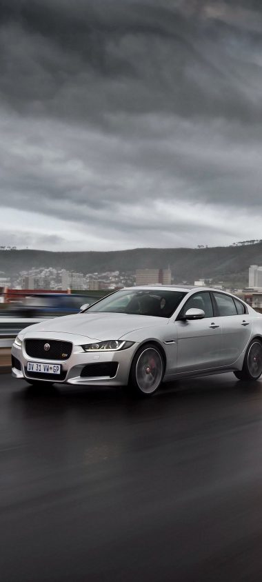 Jaguar Xe S Highway Traffic Speed 1080x2400 380x844