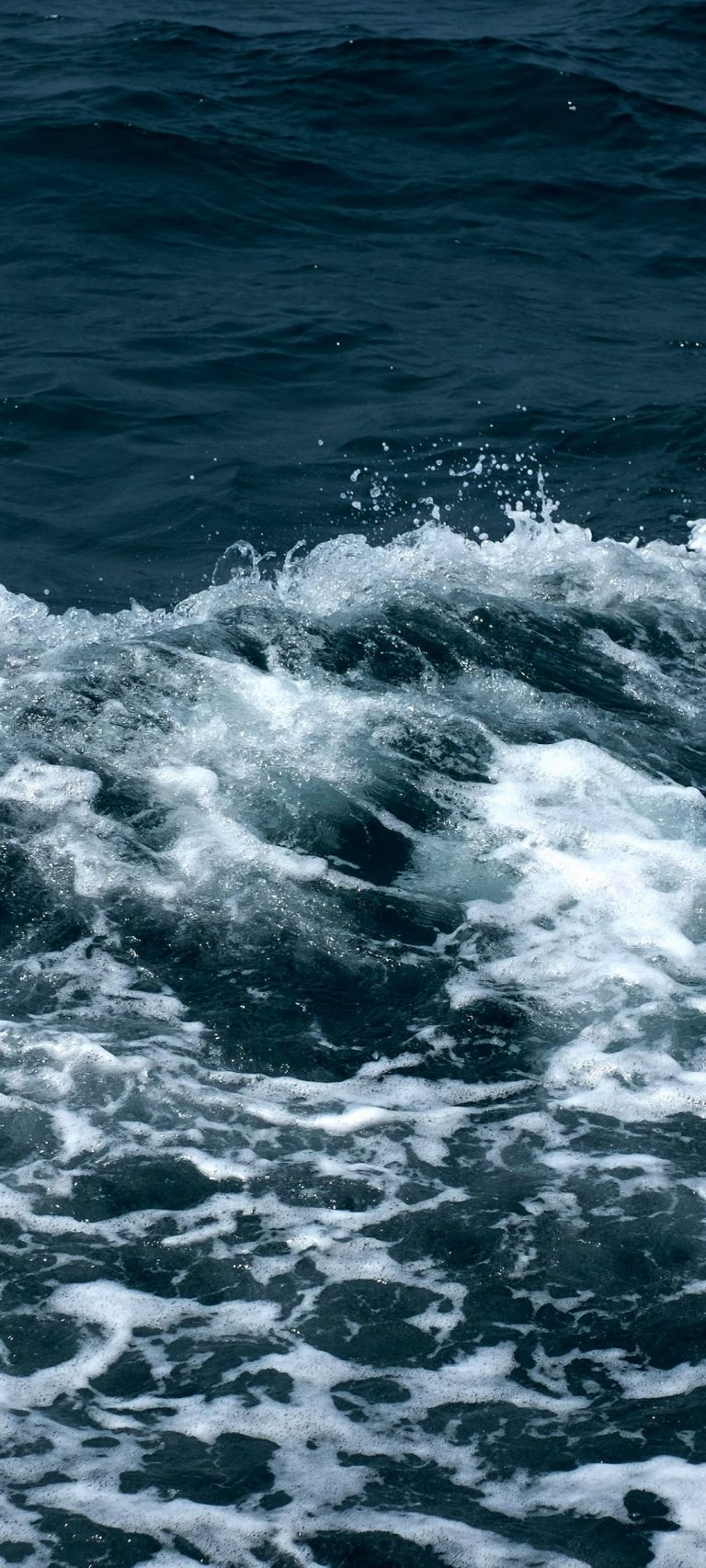 Sea Waves Foam Spray 1080x2400 768x1707