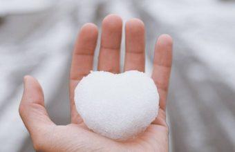 Hand Snow Heart Wallpaper 720x1544 340x220