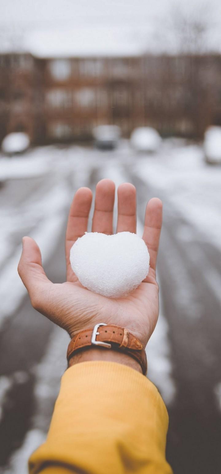 Hand Snow Heart Wallpaper 720x1544