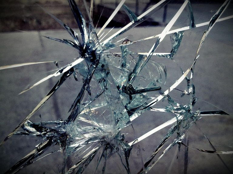 Broken Glass Wallpaper 25 1920x1440 768x576
