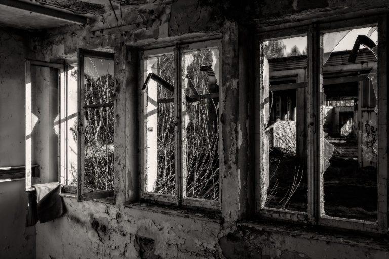 Broken Glass Wallpaper 80 1920x1280 768x512