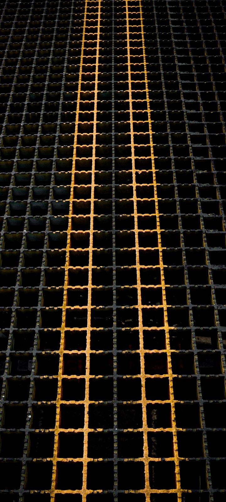 Grid Metallic Structure Wallpaper 720x1600