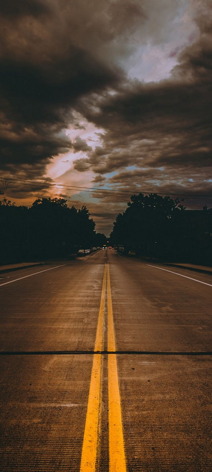 Road Marking Cloudy Wallpaper 720x1600