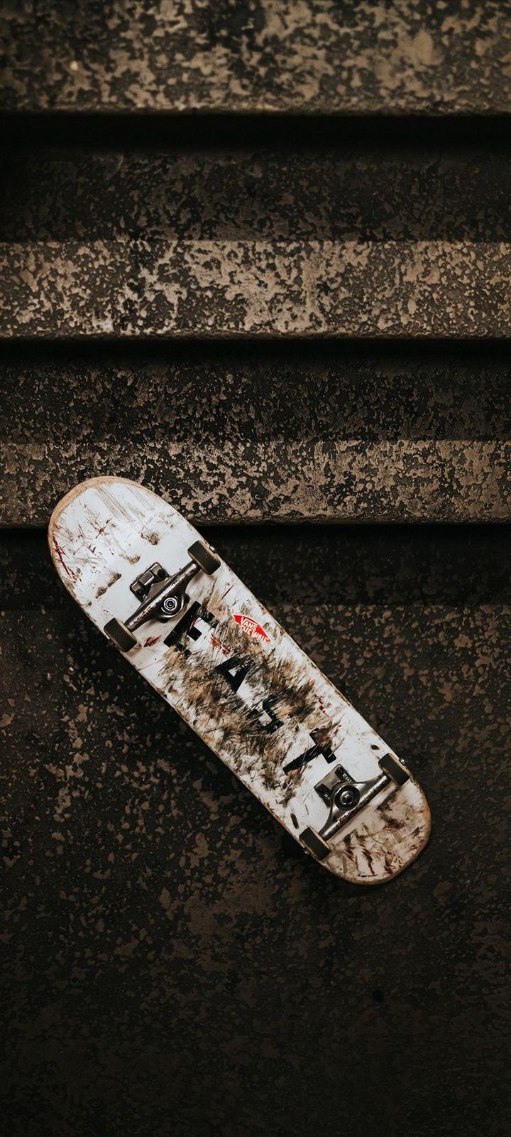 Skateboard Ladder Wheels Dirty Wallpaper 720x1600