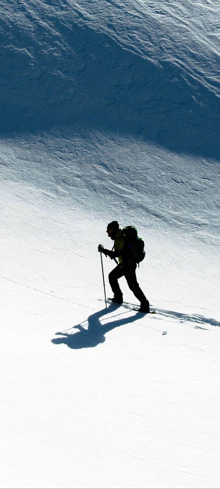 Skier Snow Climb Sport Wallpaper 720x1600