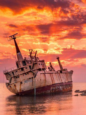 Wrecked Ship Rt Wallpaper 1620x2160 1 340x453